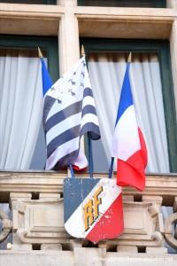 Le breton n'est pas rancunier, il fait même un câlin à la France! :D (fêtes d'Arvor 2018)