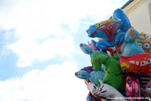 (Pourquoi tu ne dois jamais venir à Vannes?!) Les Minion font moins leur fier là, planqués derrière un dragon. Bon, ceci dit, quelqu'un m'explique ce que fait Spiderman à Elsa? Oo